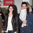 Lana Del Rey arrive à l'aéroport de Tegel à Berlin afin d'assister au dîner de charité Music Helps qui s'est déroulé lors des Echo Awards 2013 à Berlin, le 20 mars 2013.