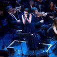 Nolwenn Leroy au côté d'Anne Gravoin (femme de Manuel Valls) en concert avec l'Orchestre symphonique de Vladimir Cosma, compositeur de musiques de films, au Grand Rex à Paris, le 23 mars 2013.