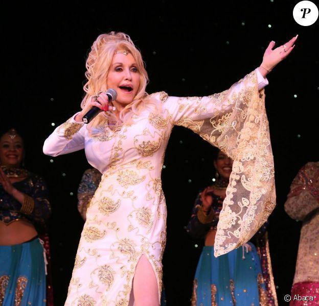 Dolly Parton inaugure le Festival des Nations avec un concert, au parc Dollywood à Pigeon Forge, dans le Tennessee, le 23 mars 2013.