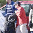 Le prince Daniel équipé par le golf, mais très occupé par ses femmes... La princesse Victoria de Suède, le prince Daniel et la princesse Estelle en vacances de Pâques à Almeria (Sud-Est de l'Espagne) le 27 mars 2013.