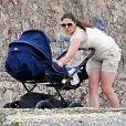 La princesse Victoria de Suède avec la princesse Estelle en vacances à Almeria, le 26 mars 2013