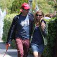 Jon Hamm se promène avec sa petite amie Jennifer Westfeldt dans les rues de West Hollywood à Los Angeles, le 2 avril 2013.