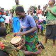 Les enfants du Centre Mphandula de Mchinji ont accueilli Madonna avec des danses traditionnelles, le 5 avril 2013.