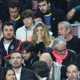 Michaël Youn, Isabelle Funaro, Jean Claude Darmon, Hoda Roche lors du match entre le Paris Saint-Germain et le FC Barcelone au Camp Nou de Barcelone le 10 avril 2013 en quart de finale de Ligue des Champions (1-1)