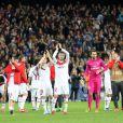 Les Parisiens saluent leur public après le match entre le Paris Saint-Germain et le FC Barcelone au Camp Nou de Barcelone le 10 avril 2013 en quart de finale de Ligue des Champions (1-1)