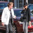 Exclu - Johnny Hallyday et sa femme Laeticia font escale dans un café de Beverly Hills, le 9 avril 2013.