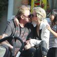 Johnny Hallyday et sa femme Laeticia très tendres en compagnie de leur fille Jade, le 7 avril 2013.
