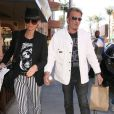 Johnny et sa femme Laeticia Hallyday en balade à Beverly Hills, le 9 avril 2013.