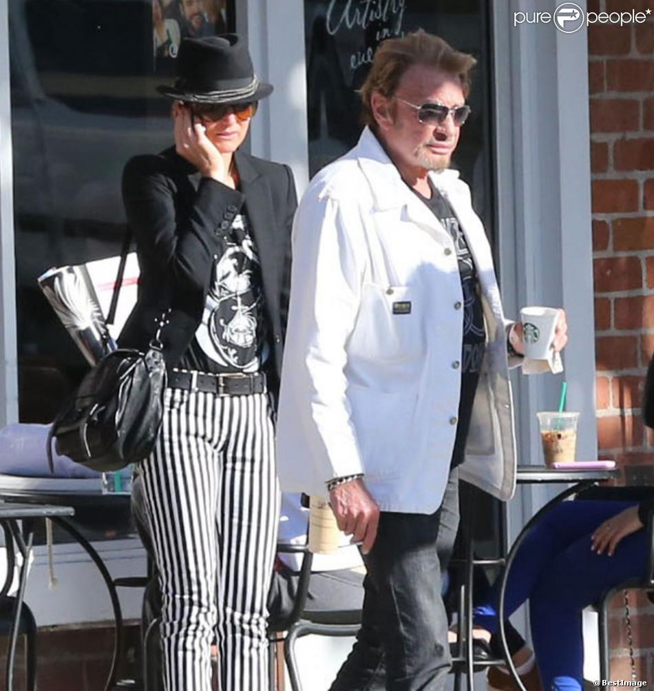 Exclu - Johnny Hallyday et Laeticia se sont arrêtés chez Starbucks à Beverly Hills, le 9 avril 2013.