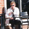 Exclu - Johnny Hallyday en terrasse à Beverly Hills, le 9 avril 2013.