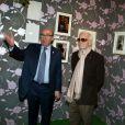 """Jacques Pessis et Charles Aznavour - Vernissage de l'exposition """"Trenet : Le Fou chantant de Narbonne à Paris"""" à la Galerie des Bibliothèques à Paris, le 11 avril 2013."""