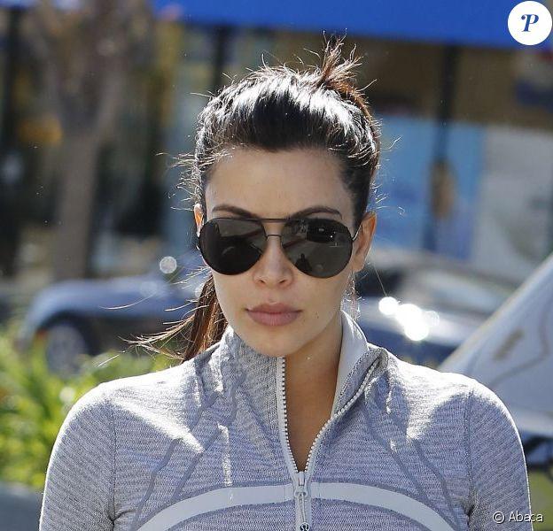Kim Kardashian, sportive motivée, arrive aux Tracy Anderson Studios à Los Angeles. Le 16 avril 2013.