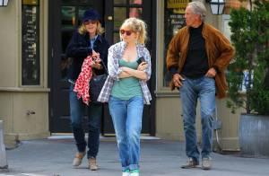 Sienna Miller : ''Accaparée'' par sa fille Marlowe, elle dit adieu à la mode !