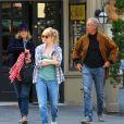 Sienna Miller dans les rues de New York avec ses parents, le 17 avril 2013.
