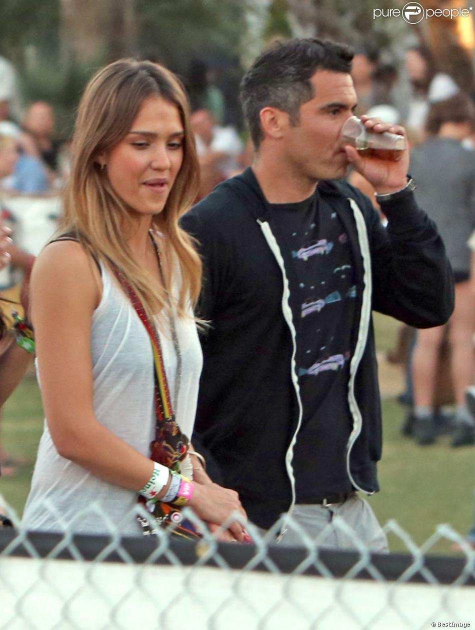 Jessica Alba et son mari Cash Warren sans les enfants au festival de musique de Coachella, le 19 avril 2013