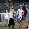 Jessica Alba et son mari Cash Warren, plus amoureux que jamais, au festival de musique de Coachella en compagnie de leurs amis, à Indio les 19 et 20 avril 2013