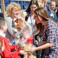 La duchesse de Cambridge, Kate Catherine Middleton (enceinte) visite l'ecole primaire Willows a Manchester. Le 23 avril 2013  Duchess of Cambridge and British comedian John Bishop vist The Willows Primary School, Wythenshawe, Manchester, England. To launch a new school counselling programme between the royal Foundation,Comic relief,Place2Be & Action on Addiction.23/04/2013 - MANCHESTER