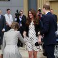 Kate Middleton, enceinte de six mois, inaugurait avec les princes William et Harry les studios de la Warner Bros. à Leavesden, dans le Hertfordshire, le26 avril 2013.