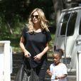 Heidi Klum et sa fille Lou arrivent dans un parc à Brentwood pour assister au match de football de Leni, Henry et Johan. Los Angeles, le 27 avril 2013.