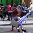 Spider-Man se bat sur le tournage de The Amazing Spider-Man 2 à New York le 28 avril 2013.
