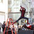 Andrew Garfield s'apprête à entrer en action sur le tournage de The Amazing Spider-Man 2 à New York le 28 avril 2013.