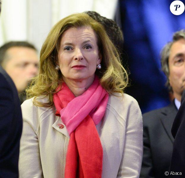 Valérie Trierweiler avec les Français de Chine lors d'une soirée organisée au consulat français de Shanghai le 26 avril 2013, en conclusion de la visite officielle de François Hollande.