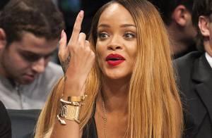 Rihanna : Sexy et blonde à un match de basket, elle boude Chris Brown