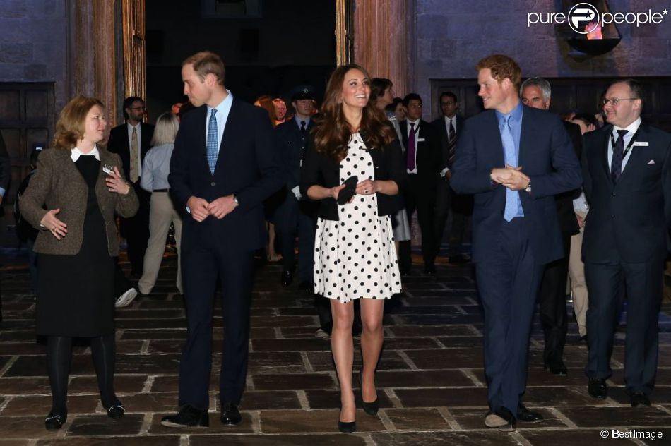 Kate Middleton, enceinte, le prince William et le prince Harry en visite dans les studios Harry Potter de la Warner dans l'Hertfordshire, en avril 2013