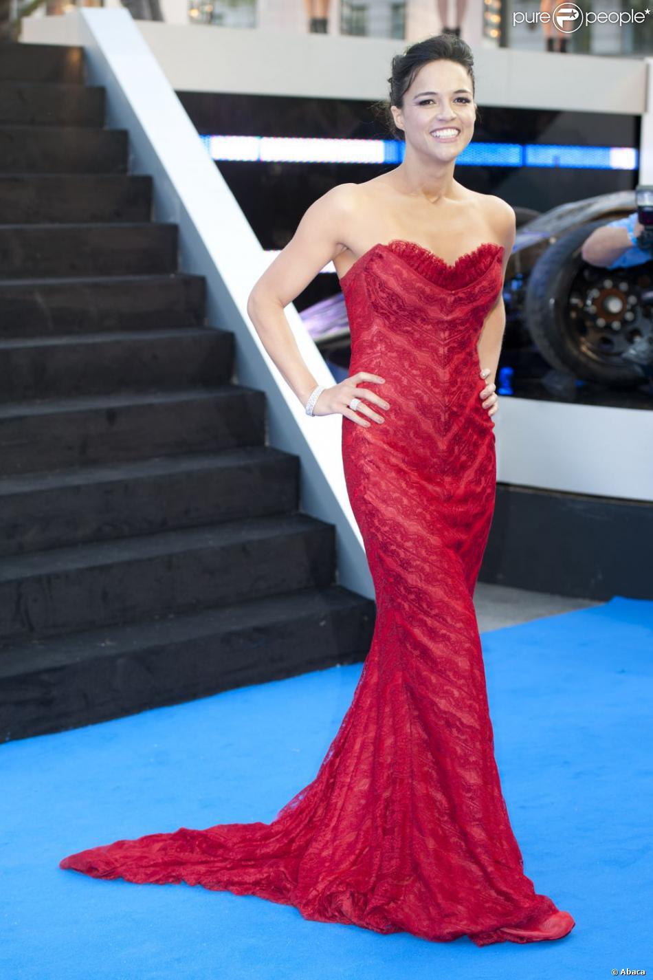 Michelle Rodriguez glamour et pas bad-ass pour l'avant-première mondiale de Fast & Furious 6 à l'Empire Leicester Square, Londres, le 7 mai 2013.
