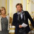 Claire Chazal et Laurent Delahousse à la conférence de presse de l'opération La Flamme Marie Claire à l'hôtel le Marois à Paris, le 16 mai 2013.