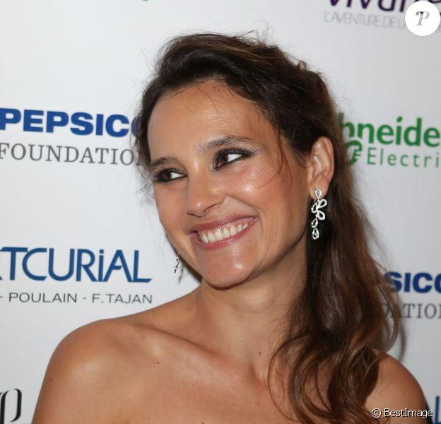 Virginie Ledoyen arrive radieuse à la soirée Planet Finance dans le grand salon du Carlton à l'occasion du 66e Festival de Cannes le 16 mai 2013.