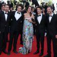 Noémie Merlant (boucles d'oreilles en or rose collection 4810, bague princesse Grace de Monaco Montblanc), Pierre Niney (montre Star classique Montblanc) et Brice Hillairet sur le tapis rouge de Cannes, le 20 mai 2013.