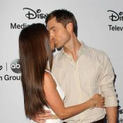 Roselyn Sanchez et Eric Winter amoureux devant Denise Richards et Malin Akerman