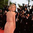 Petra Nemcova, resplendissante, sur le tapis rouge du Palais des festivals lors du 66e Festival de Cannes, le 22 mai 2013.