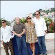 Joaquin Phoenix, Robert Duvall, Eva Mendes, James Gray lors du photocall du film La nuit nous appartient (We Own the Night) au Festival de Cannes 2007
