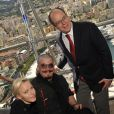 Le prince Albert de Monaco et la princesse Charlene sont allés à la rencontre des handicapés qui assistaient aux essais du Grand Prix de Monaco le 25 mai 2013 à Monaco, et qui pourront regarder gratuitement la course sur la volonté du couple princier