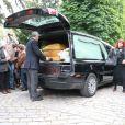 Pia Moustaki (fille de l'artiste) - Obsèques de Georges Moustaki au Père-Lachaise à Paris. Le 27 mai 2013.