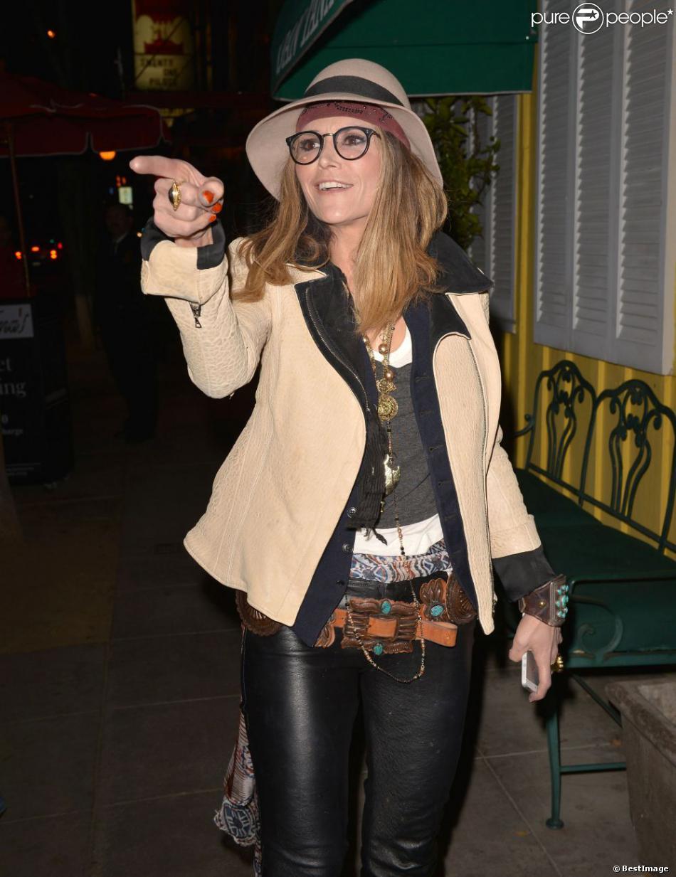 """Brooke Mueller quitte le restaurant """"Dan Tana"""" à West Hollywood, le 20 février 2013."""
