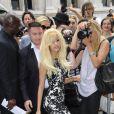 ZahiaDehar arrive au défilé Jean-Paul Gaultier à Paris, le 4 juillet 2012.