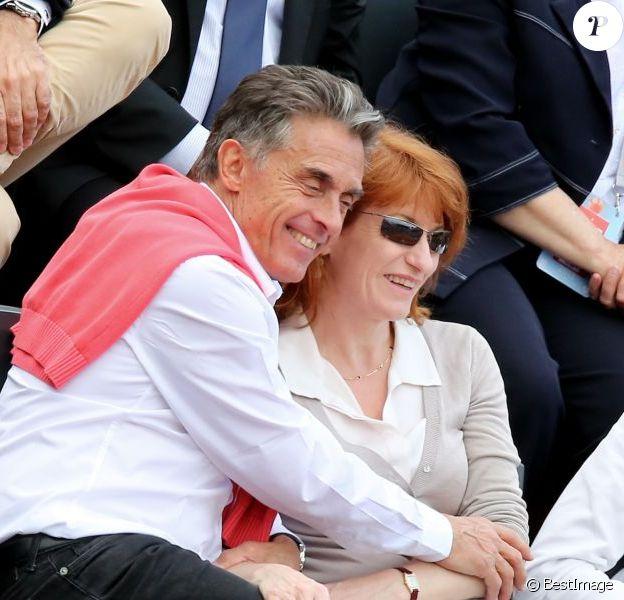 Gerard Holtz et sa femme Muriel Mayette à Roland-Garros le 1er juin 2013.