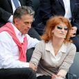 Gerard Holtz et sa femme Muriel Mayette dans les gradins de Roland-Garros le 1er juin 2013.