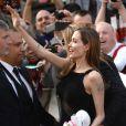 Angelina Jolie et ses fans à la première mondiale de World War Z, à l'Empire Leicester Square, Londres, le 2 juin 2013.