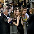 Brad Pitt et Angelina Jolie signe des autographes à la première mondiale de World War Z, à l'Empire Leicester Square, Londres, le 2 juin 2013.