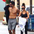 Jesse Metcalfe (torse nu) et sa fiancée Cara Santana sortent de leur cours de fitness à Los Angeles, le 4 juin 2013.