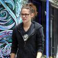 Exclusif - Kristen Stewart avec ses lunettes à Los Feliz, le 7 juin 2013.