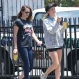 Exclusif - Kristen Stewart détendue à Los Feliz, le 7 juin 2013.