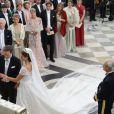 Mariage de la princesse Madeleine de Suède, vêtue d'une robe signée Valentino, et Chris O'Neill, le 8 juin 2013 à Stockholm. Après la cérémonie dans la chapelle du palais royal, les jeunes mariés ont emprunté une calèche pour se rendre à Riddarholmen et embarquer pour Drottningholm, résidence royale où se tenait la réception.