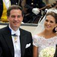 La princesse Madeleine de Suède, en robe Valentino, et Christopher O'Neill célébraient leur mariage le 8 juin 2013 en la chapelle royale à Stockholm, avant d'effectuer une procession pour rallier Drottningholm.