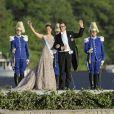 Le débarquement des mariés et de leurs invités à Drottningholm. Mariage de la princesse Madeleine de Suède, vêtue d'une robe signée Valentino, et Chris O'Neill, le 8 juin 2013 à Stockholm. Après la cérémonie dans la chapelle du palais royal, les jeunes mariés ont emprunté une calèche pour se rendre à Riddarholmen et embarquer pour Drottningholm, résidence royale où se tenait la réception.