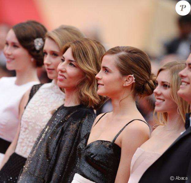 Sofia Coppola entourée de Claire Julien, Taissa Farmiga, Katie Chang, Israel Broussard et Emma Watson au Palais Des Festivals pour la présentation du film à Cannes, le 16 mai 2013.